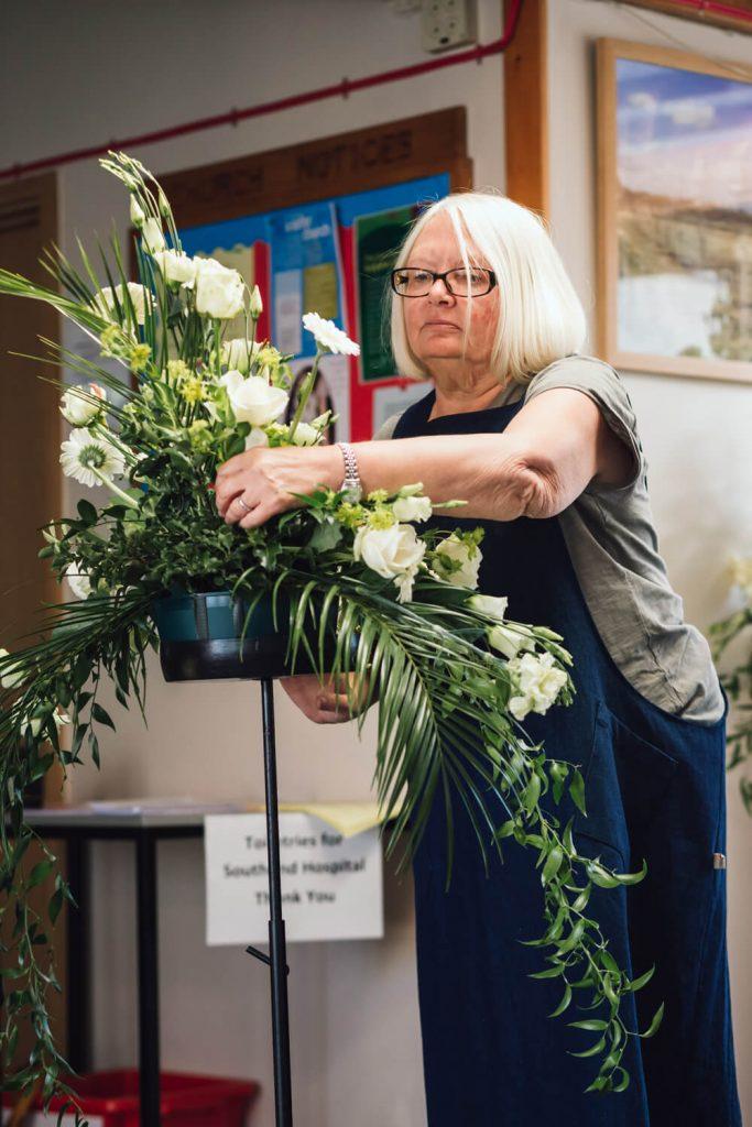 florist making wedding flowers